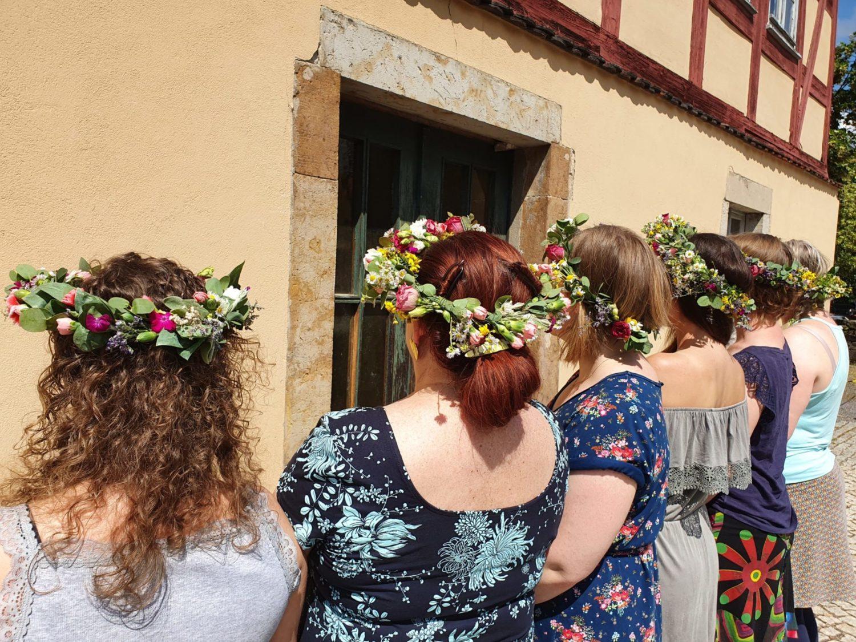 Jga feiern Blütenhaarkranz Dresden Moritzburg