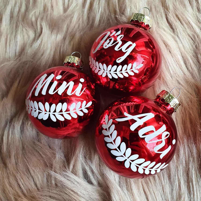 Christbaumkugel mit Namen und Ranke personalisiert Geschenk rot