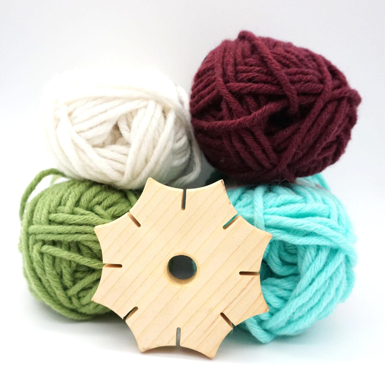Knüpfstern aus Holz mit Wolle