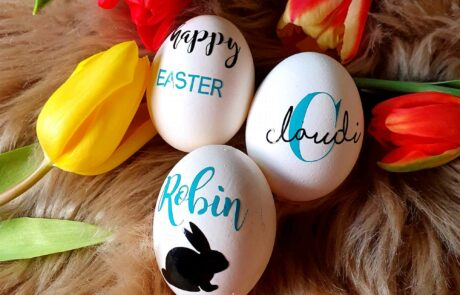 Echtes Hühnerei personalisert zu Ostern