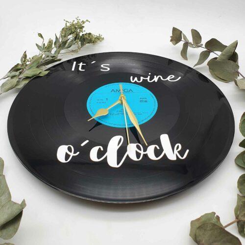 Schallplatten Uhr individualisiert als Wanddeko Schallplatten Uhr individualisiert als Wanddeko wine o´clock Frontal